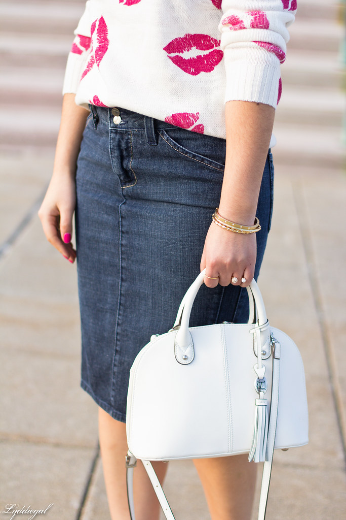 kiss sweater, denim pencil skirt, red pumps-3.jpg