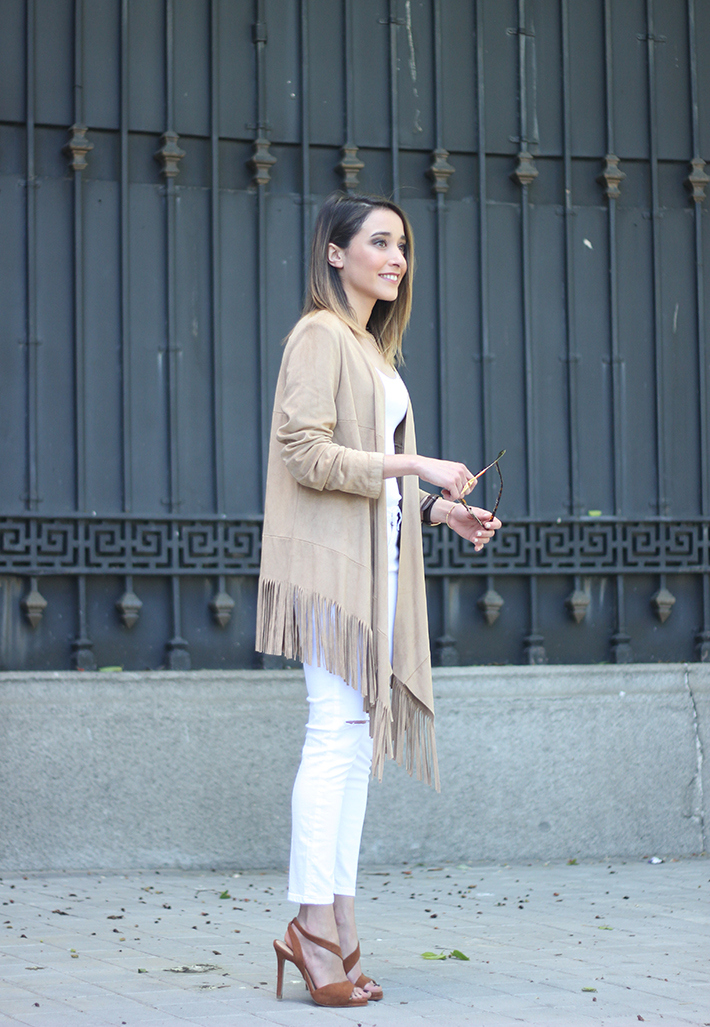 White Outfit With A fringed jacket01