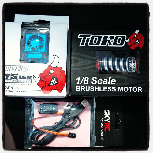 New Powersystem for my #traxxas #summit #torro #brushless #2150kv #sensored #robitronic #skyrc