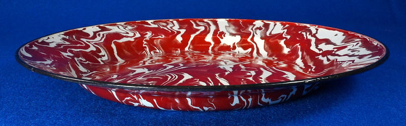 RD12970 Antique Vintage Graniteware Red and White Swirl Dinner Plate Black Rim DSC06621