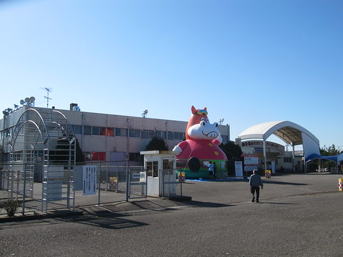 金沢競馬場の入場門周辺