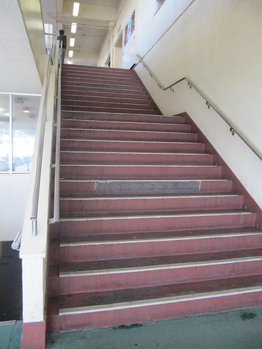金沢競馬場の3階へ上がる階段