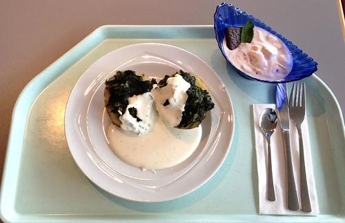 Ofenkartoffel mit Blattspinat & mediterranem Sauerrahmdip / Oven potato with leaf spinach & sour cream