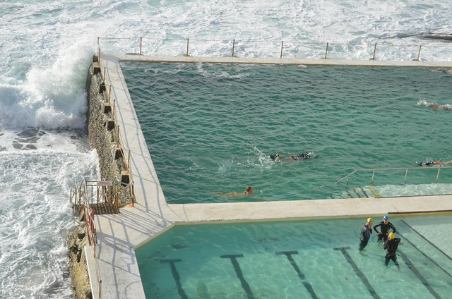 Bondi beach la piscine l 39 eau de mer 1 flickr photo - Construire piscine eau de mer ...
