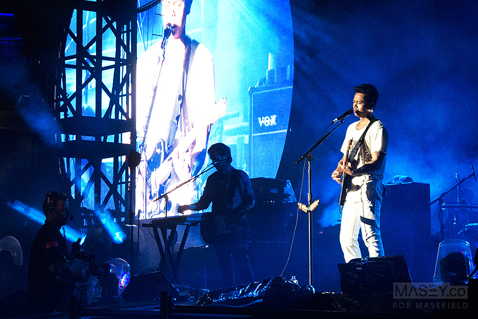 The Temper Trap warms up the huge Suncorp Stadium crowd.