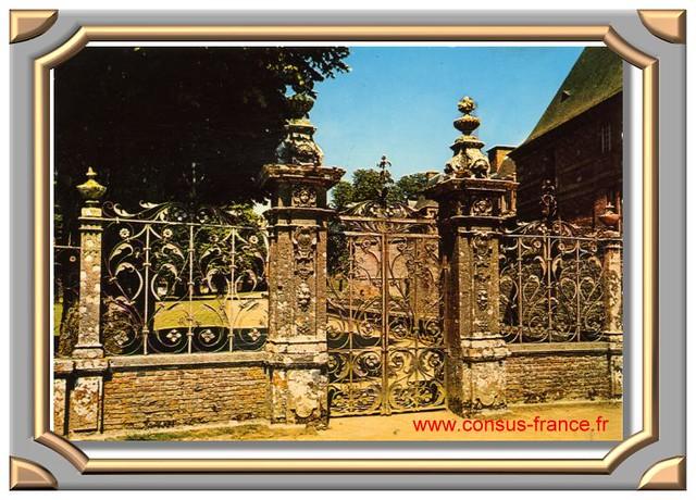 CARROUGES (Orne) Grille du parc du château (XVe et XVIe siècle.) -70-150