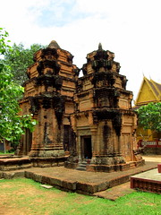 Preah Einkosei towers from NE