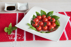 288/366: Tomatoes and basil