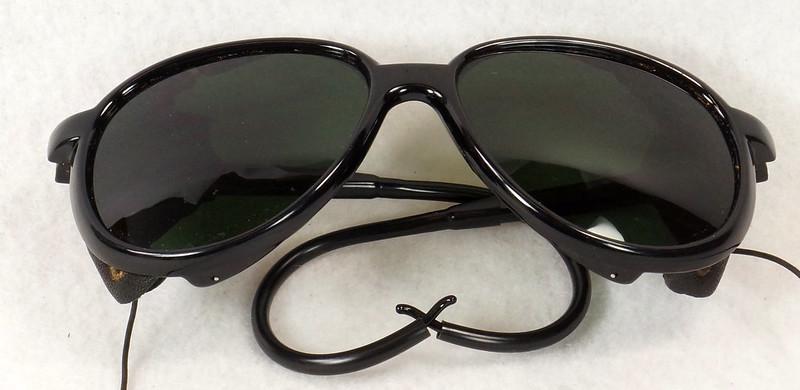 RD14855 Vintage 70s 80s Aviator Ski Motorcycle Sunglasses Black with Leather Side Shield Nylon Frame Japan DSC06477