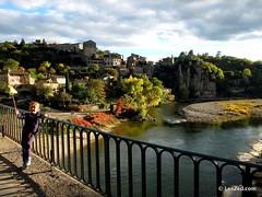 (Oct 2016) Balazuc, un des plus beaux villages d'Ardèche selon certaines sources. En tout cas on a adoré se perdre dans ses petites ruelles pavées  #Balazuc #bridge #pont #Ardeche #emerveillesparlardeche #ardechesecrete #landscape #paysage #landscape_love