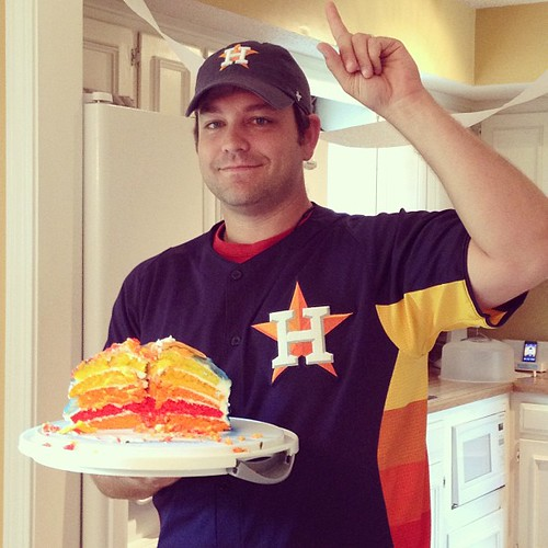 I am just so impressed by this #Astros cake Laura made with the same pattern as their Sunday Jerseys. Just soooooo cool! #cake #houston #texas