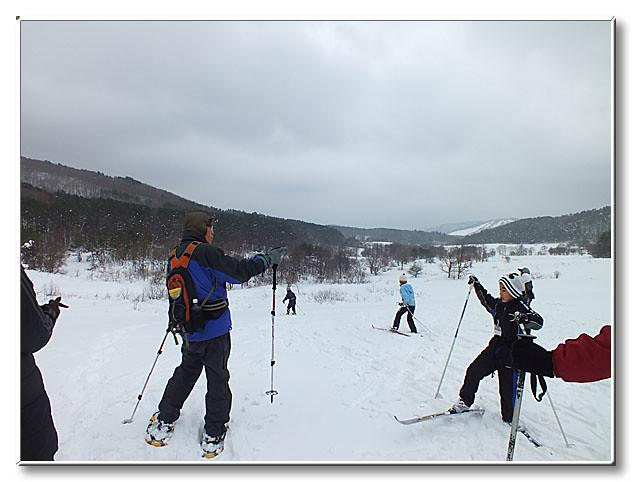 「おーいの丘」から千町原へと下る.スキー板の出番!