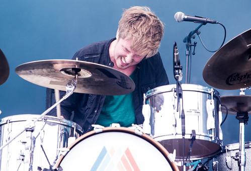 Daniel perst het onderste uit zijn drums