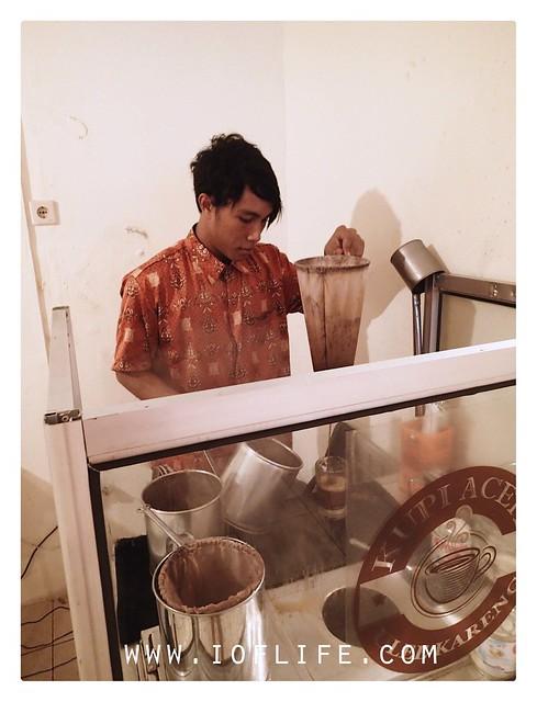 Membuat kopi ayam tangkap Blang Bintang