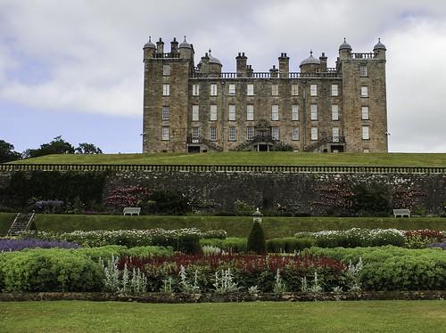 uk castle canon garden scotland dumfriesandgalloway drumlanrigcastle dukeofbuccleuch dukeofqueensberry charliekirkpatrick