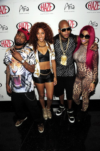 Flo Rida  and two sexy broads perform at club Haze