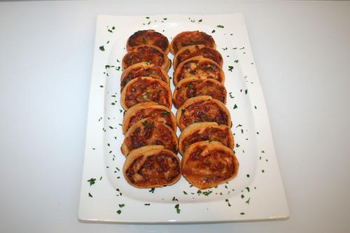 17 - Einfache Pizzaschnecken - Serviert / Simple pizza rolls - Served