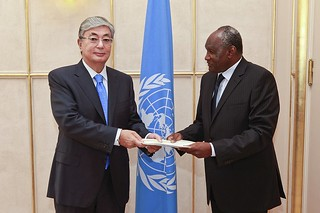 NEW PERMANENT REPRESENTATIVE OF NIGER PRESENTS CREDENTIALS TO DIRECTOR-GENERAL OF UNOG
