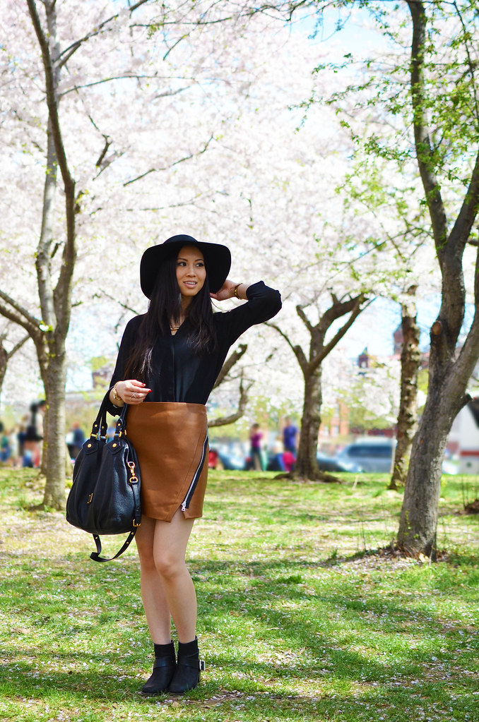 Zara faux leather brown mini skirt zip detail, wide brim black felt floppy hat outfit