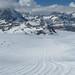 ledovec pod Klein Matterhorn si  pěkně upravují na letní lyžování