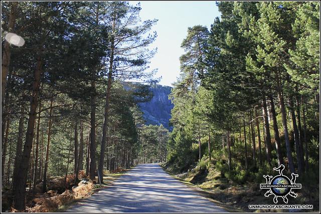 Camino de subida a la Laguna Negra y los Circos Glaciares de Urbión, Soria. España.