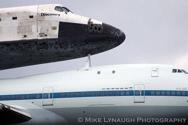 space shuttle discovery at dulles airport - photo #19