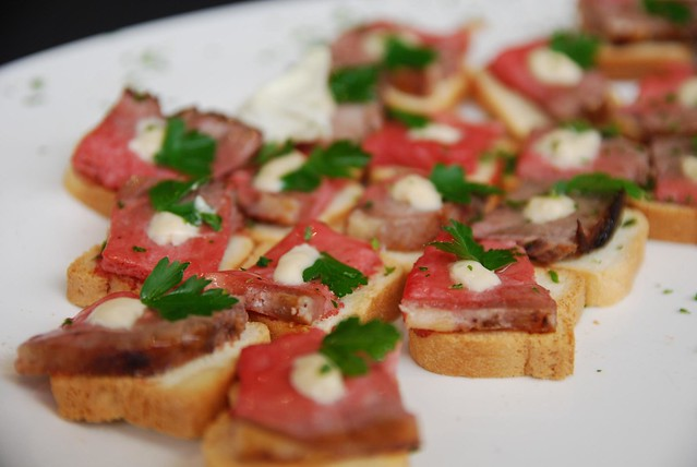 Rare beef mini toasts with horseradish cream close for Beef horseradish canape