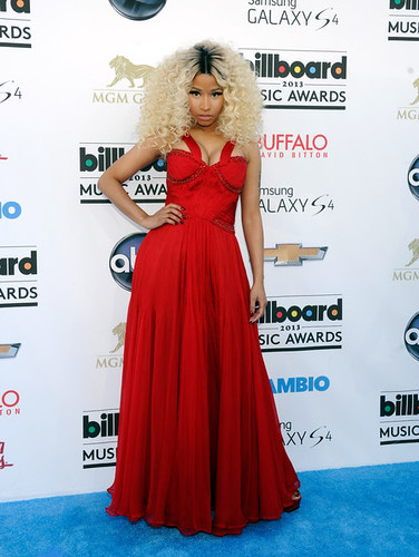 2013-billboard-music-awards-blue-carpet-1
