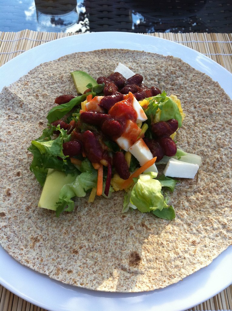 Wholeweat Fajitas with beans, avocado, mozzarella and salad