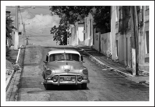 auto in Cuba (2) by hans van egdom