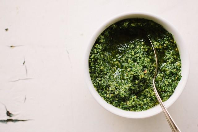 kale + pumpkin seed pesto {vegan}