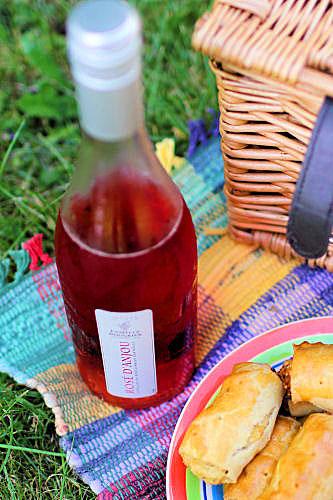 Rose d'Anjou picnic IMG_8899 R