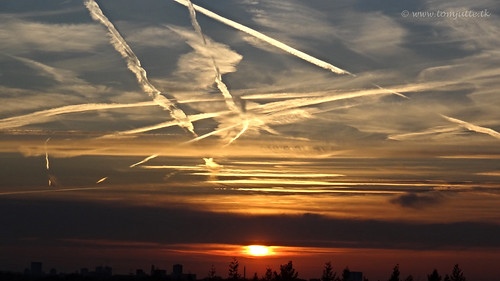 travel sunset sky sun holland window nature netherlands dutch clouds spring zonsondergang europe view you sony nederland wolken cybershot views planet lucht zon zeist webshots hx9v