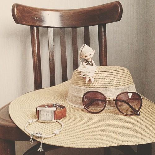 Собираемся в отпуск. С собой только самое нужное! #отпуск #vacation #шляпа #hat #очки #sunglasses #bjd #doll #fairyland #realpuki #realpukipupu #pandora #landcam