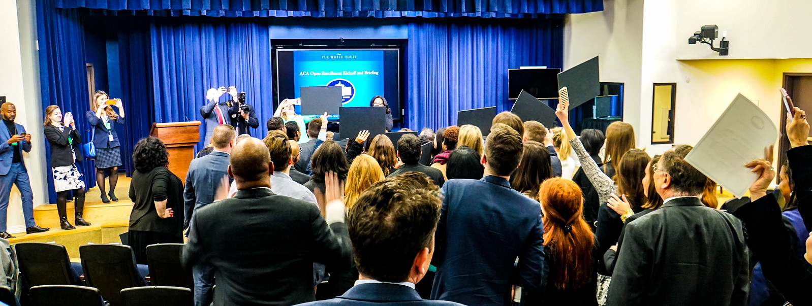 #GetCovered White House Briefing Photos & #MannequinChallenge