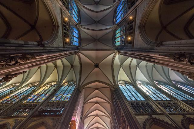 Blick in die Vierung des Kölner Doms