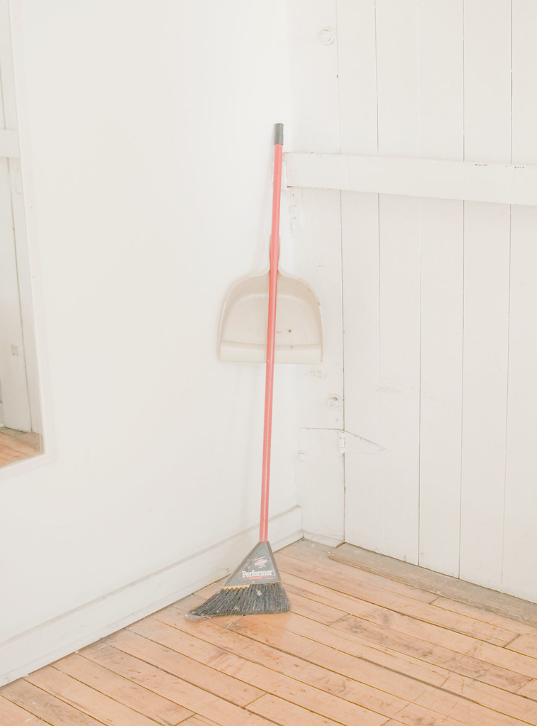 Here is a photo.Of a broom. ThatI shot. The broom belongsto my pals Drew & Lyndsey.
