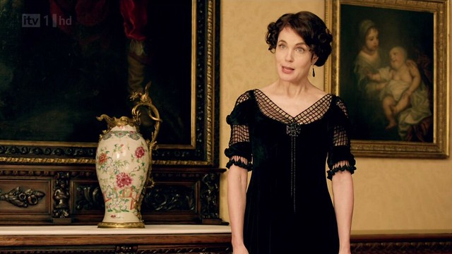 DowntonAbbeyS02E07_Cora_blackevening_netted