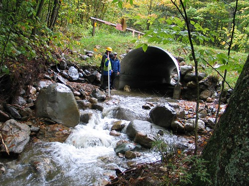 A recently installed arched culvert designed with the Stream Simulation Approach on the Green Mountain National Forest days after the Hurricane Irene catastrophe shows no stream blockage. Photo credit: U.S. Forest Service.