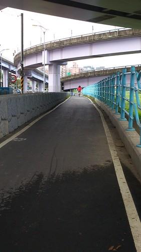 至秀朗橋自行車道