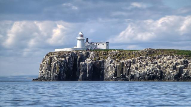 Faro victoriano en las islas de Farne. Northumberland, Inglaterra
