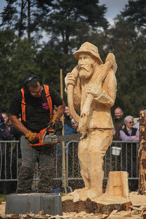 Pete Bowsher with winning carving, Carve Carrbridge