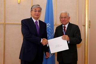 NEW PERMANENT REPRESENTATIVE OF VENEZUELA PRESENTS CREDENTIALS TO DIRECTOR-GENERAL OF UNOG