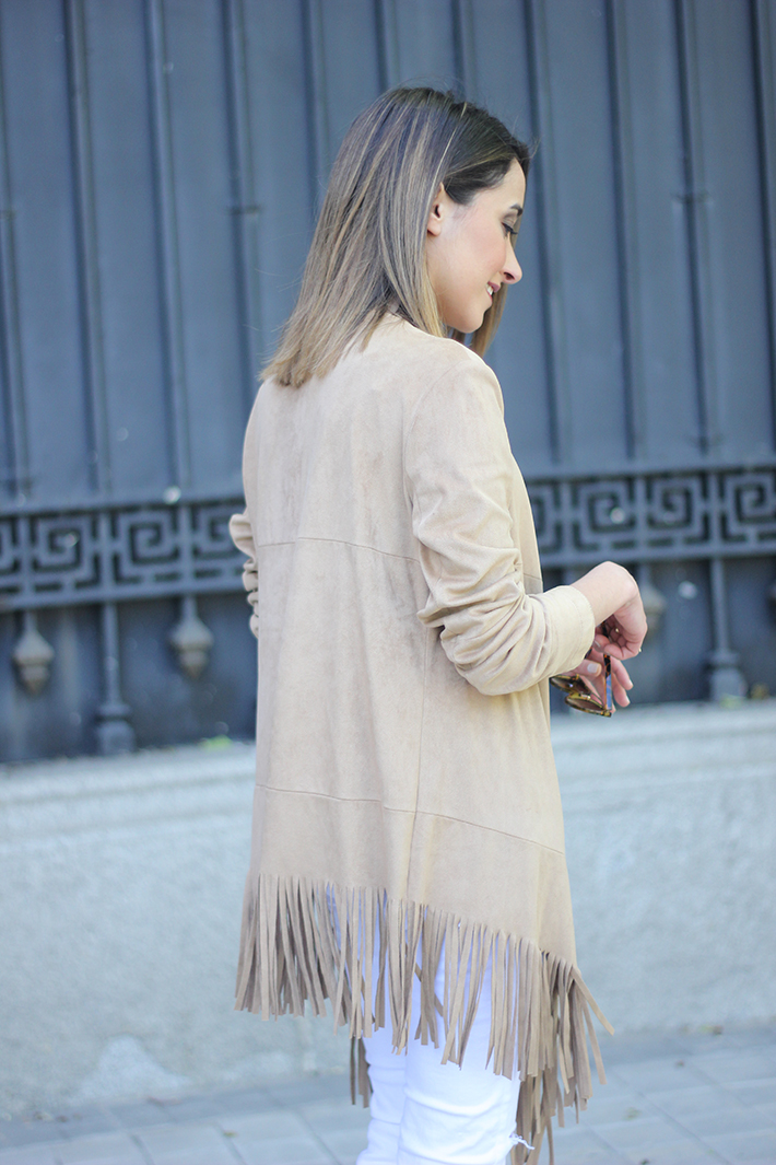 White Outfit With A fringed jacket02