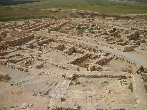 현재 브엘세바 인근에 있는 고대 브엘세바의 거주지 유적 발굴현장. 기원전 10C의 것으로 아브라함과는 무관하다. 인근에 아브라함의 우물로 불리우는 우물이 여러개 있다.