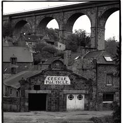 A L'OUEST|8/20| more : http://ow.ly/QWef304YPhV #B&W #britain #landscape #blackandwhite #noiretblanc #bretagne #paysage #architecture #oldstones #dinan - Photo of Le Quiou