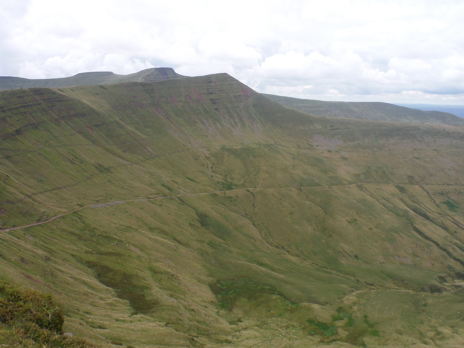 'Old Roman Road', Cribyn, Pen y Fan and Corn Du, from Fan y Big SWC Walk 278 Breacon Beacons Horseshoe - Bannau Brycheiniog