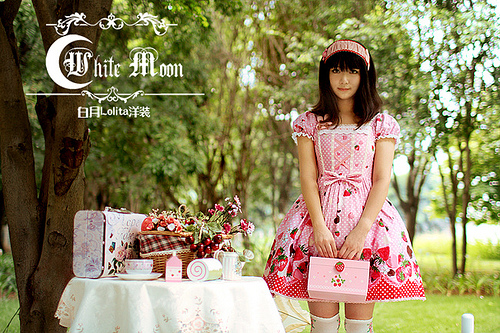 White moon pink alice sweetheart spaghetti straps neckline with strawberry chocolate print lolita dress