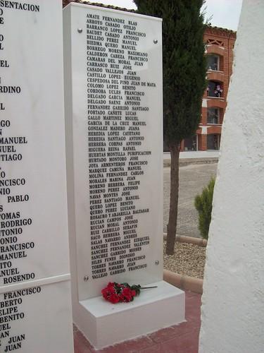 Relación nominal con los 51 represaliados inscritos en el monolito de Porcuna