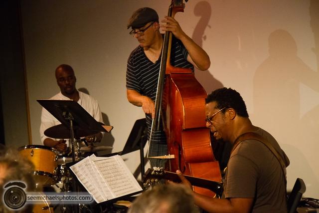 Jeff Parker Trio at Space 4 Art 51413 © Michael Klayman-003